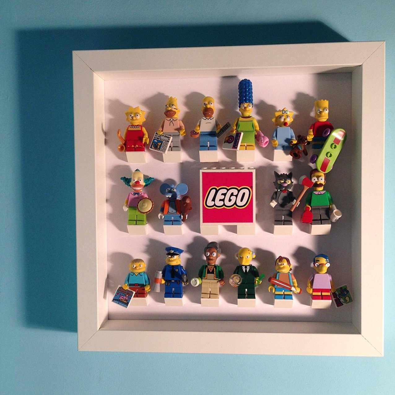 By Lego minifigure frame