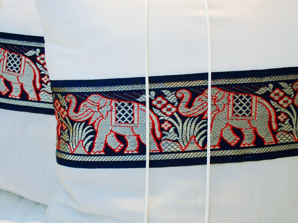 thai-cushion-elephants