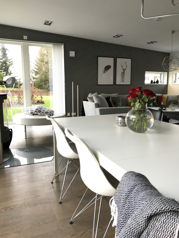 Kitchen table livingroom