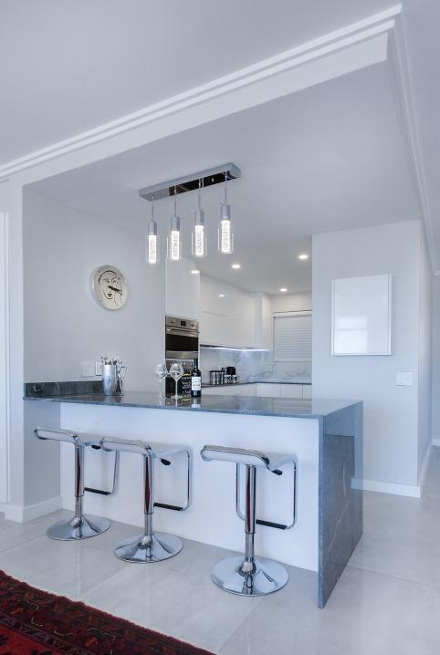 modern-minimalist-kitchen-pixabay